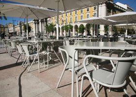 Table en métal pour hôtels et restaurants