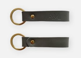Custom rectangular leather keyringss; Porte-clés rectangulaires en cuir