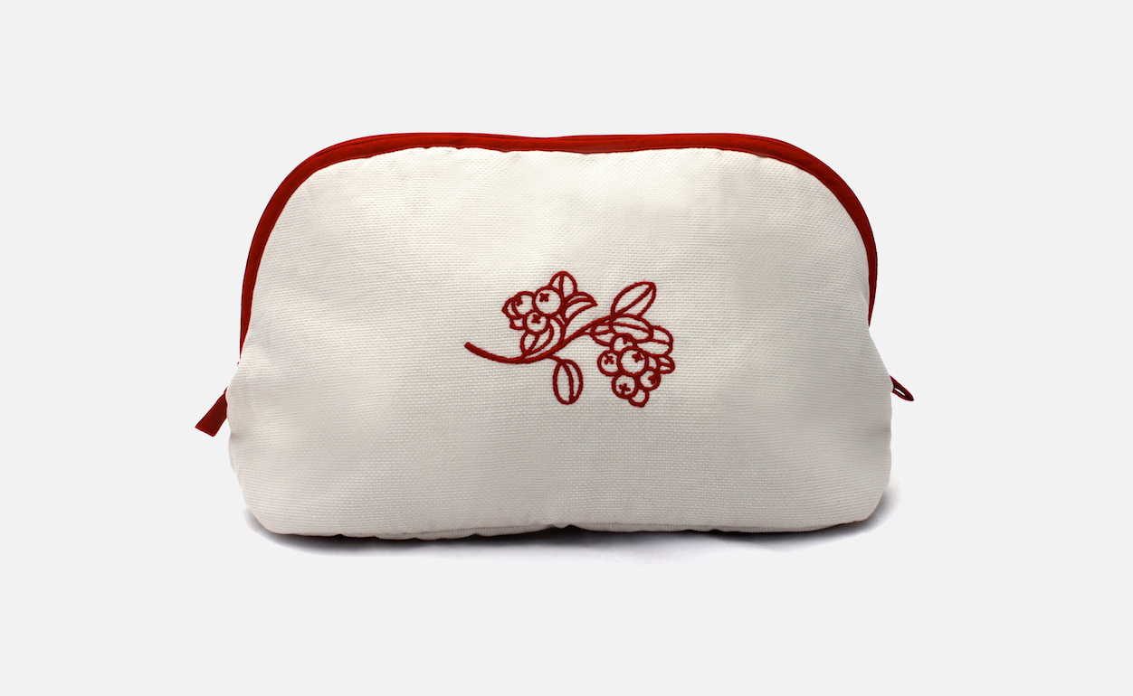 Custom embroidered cosmetic bags hotel gift selection