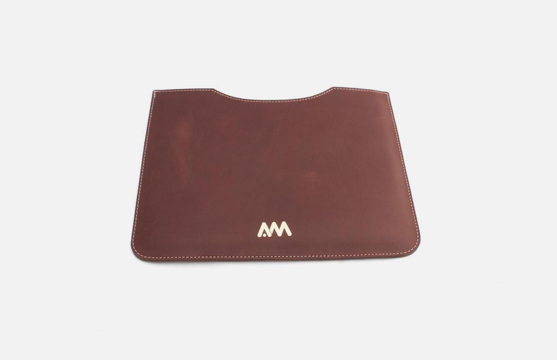 Custom leather iPad sleeves-Housses iPad en cuir personnalisées