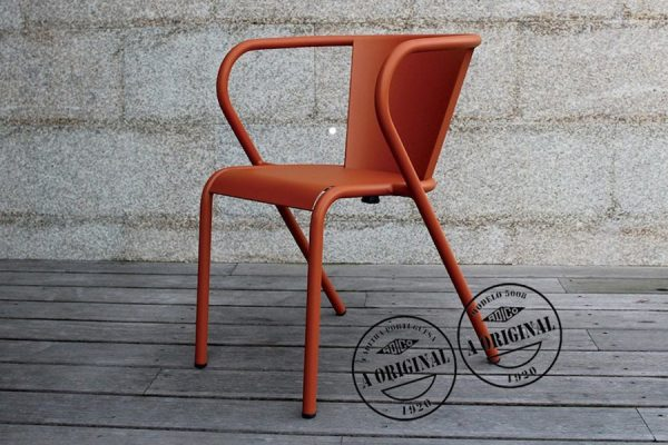 5008 Portuguese chair in steel; chaise portugaise 5008 en métal