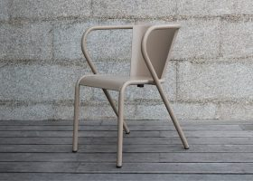 The 5008 Portuguese chair in aluminum