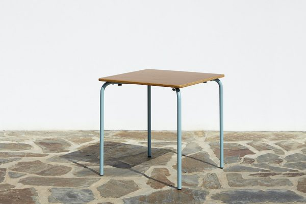table 5028 en métal; The 5028 metal table