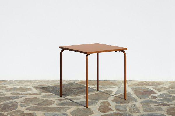 Table en métal 5028