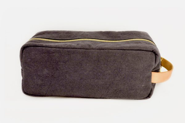 custom canvas and leather toiletry bags, Trousse de toilette stone-washed personnalisée
