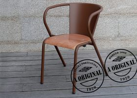 The 5008 Portuguese chair in aluminum and wood