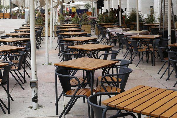 5008 Portuguese chair in steel and slatted wood chaise portugaise 5008 en métal et lattes en bois