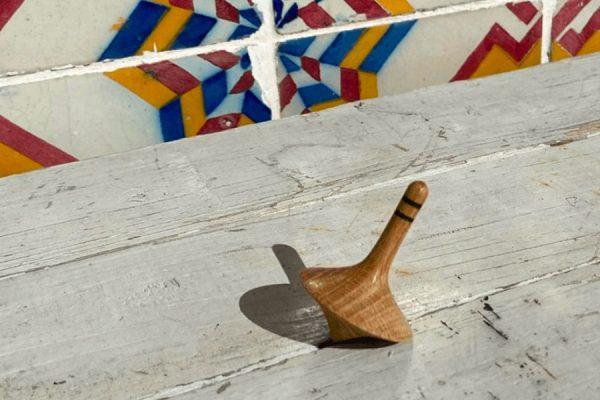 Toupie en bois personnalisée; Custom wooden spinning top